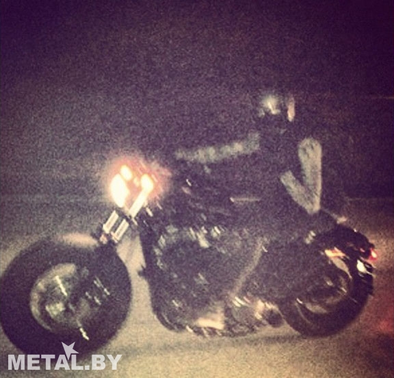 Митча на мотоцикле