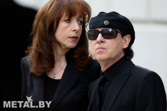 Клаус Майне на похоронах
